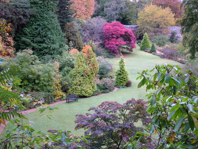 Kildrummy_Castle_Gardens_in_Autumn_-_geograph.org.uk_-_288131